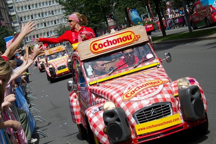 2012-tour-de-france-a-look-at-the-caravanparade-25