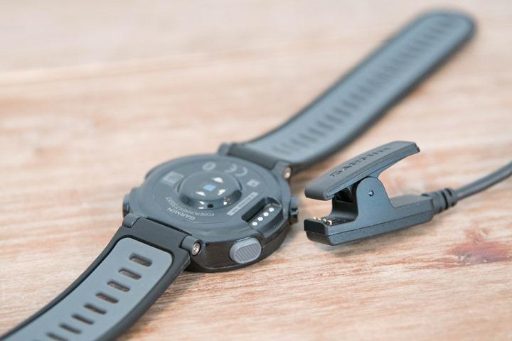 Garmin-FR735XT-ChargingClip