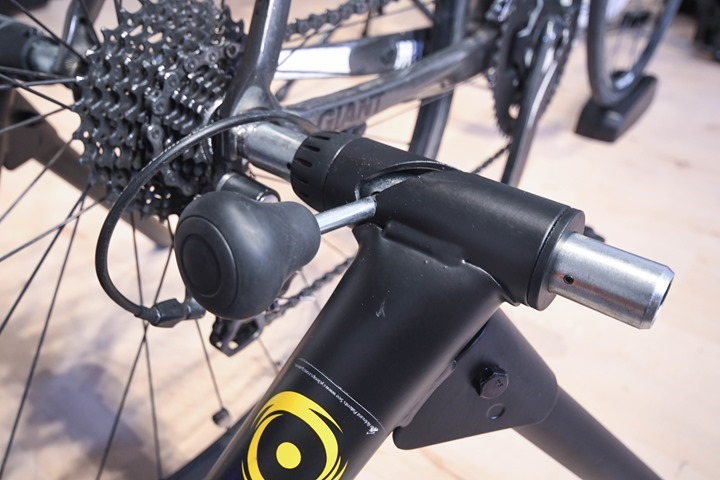 CycleOps-Magnus-Trainer-LeverLocking