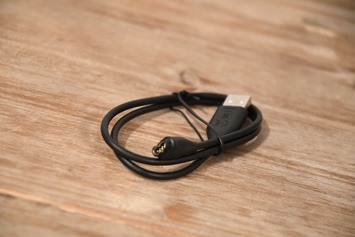 Fenix5-Unboxing5S-chargingCable