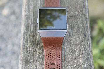 Fitbit-Ionic-Brown-Leather-Band-1
