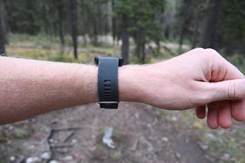 Garmin-Forerunner30-Wrist-Side