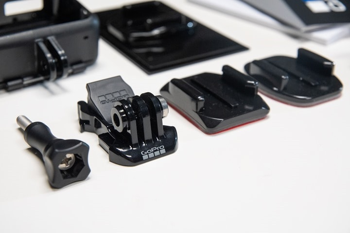 GoPro-Hero7-Black-Unboxing-Mounts