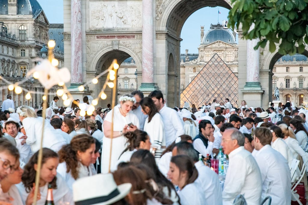 Dîner en Blanc 2019: Dinner with 10,000 People in Paris | DC Rainmaker